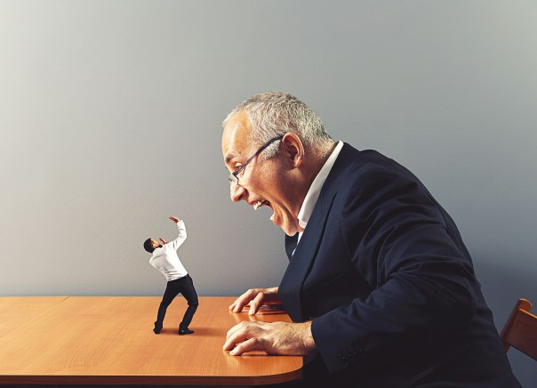 פוגענות של בוס כלפי עובד מביאה לבזבוז כספים ענקי צילום אילוסטרציה: שאטרסטוק