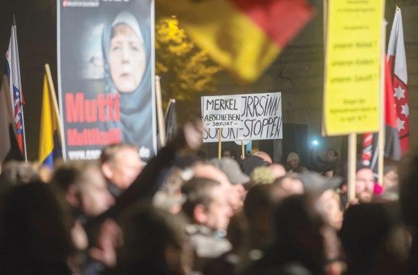 החברה הגרמנית מוטרדת, הפגנה נגד מדיניות ההגירה הגרמנית, 2015 צילום אי. פי. אי