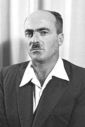 """""""הייתה ציפייה ממני שאהיה סוג של ממשיך"""". יצחק בן אהרון, 1951 צילום: טדי בראונר, לע""""מ"""