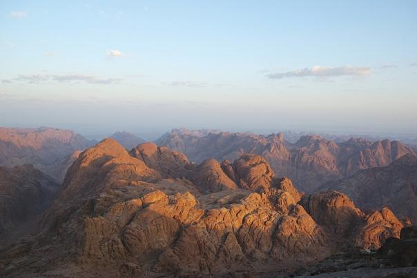 עם ישראל בלי תורה הוא אפס. הר סיני צילום: ברטהולד וורנר
