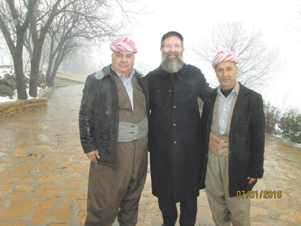 רואים ביהודים מודל להערצה. הרב בירנבוים בביקורו בכורדיסטן.