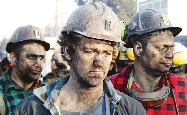 נזקים בריאותיים ותאונות. כורים במכרות פחם צילום: אי.פי.איי