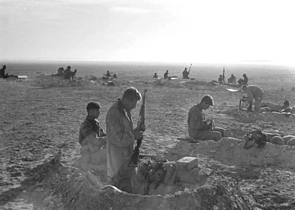 לא נעשה שימוש במודיעין העדכני. צנחנים מגדוד 890 מעל מעבר המיתלה צילום: אברהם ורד