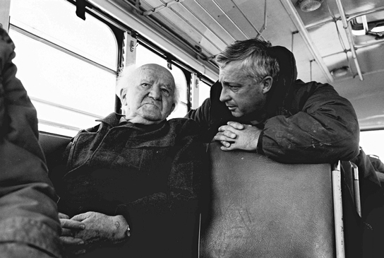 הגשים את המדיניות שעיצב בן גוריון. אריאל שרון ודוד בן גוריון בסיור לאורך הגבול המצרי במלחמת יום כיפור, 1973 צילום: אי.אי.אפ. / פלאש 90