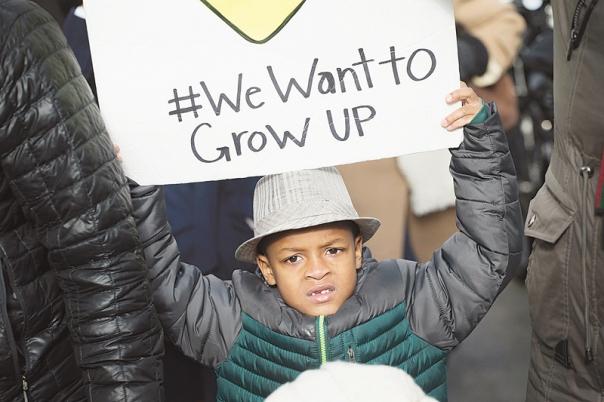 """התאכזבו מאובמה. צעדה נגד האלימות המשטרתית כלפי אוכלוסיית השחורים, שיקאגו, ארה""""ב, 2015 צילום: גטי אימג'ס"""