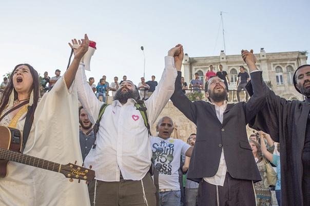 בקריאה שלו, האדם במרכז. הרב יעקב נגן (מימין) באירוע בין–דתי, ירושלים 2013 צילום: שרה שומן, פלאש 90