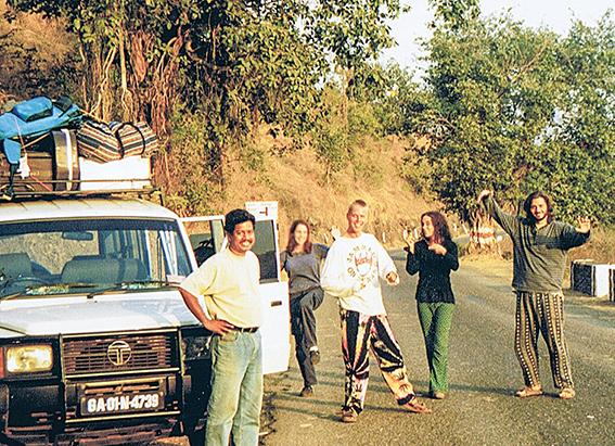 רן ובר, מימין, בטיול בהודו, 1999