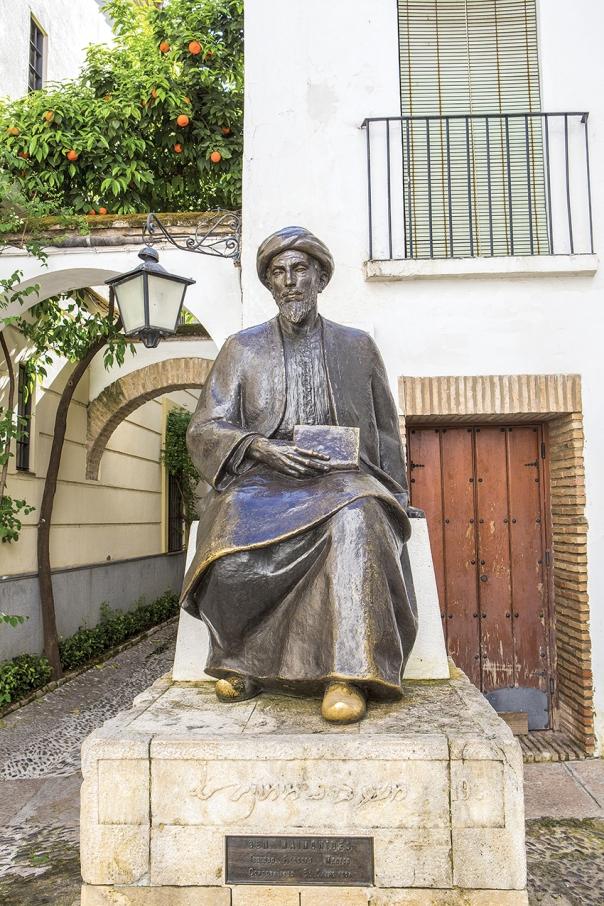 """דחה יסודות רבים באסלאם. פסל הרמב""""ם בקורדובה, ספרד צילום: גטי אימג'ס"""