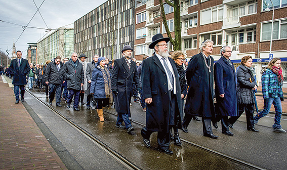 74% מיהודי הולנד נספו בשואה. מצעד לזכר קורבנות השואה, אמסטרדם 2014 צילום: גטי אימג'ס