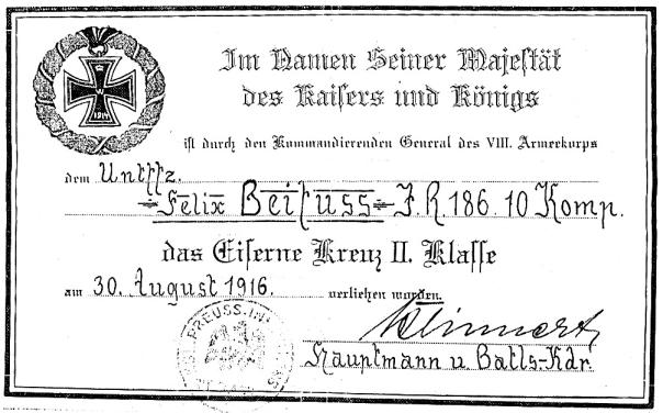 תעודת ההוקרה שצורפה לצלב הברזל שקיבל סבה של הכותבת, אורי–שרגא בייפוס