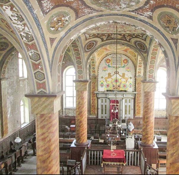 עד השואה חיו בקרפטים כמאה אלף יהודים. בית הכנסת בחוסט, הרי הקרפטים