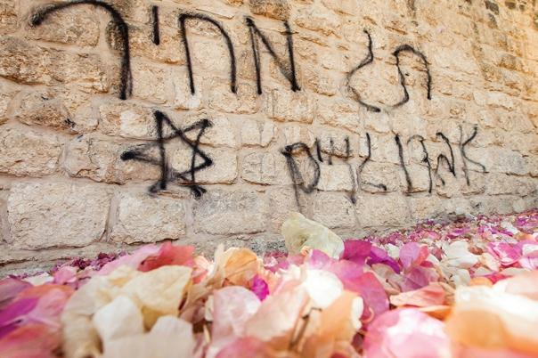 """התגברות המגמה העוינת את הגויים. כתובת """"תג מחיר"""" על קיר מנזר הנשים בבית ג'מאל ליד בית שמש, 2013 צילום: פלאש 90"""