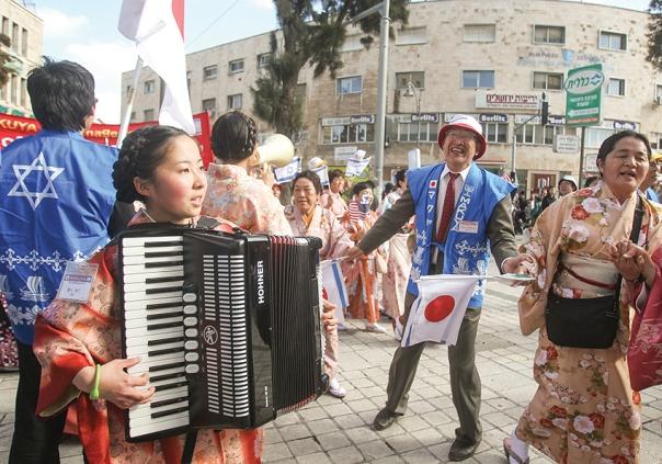 תופעה מעניינת של קבוצות לא יהודיות אוהבות ישראל. כת המקויה בצעדה בישראל, 2016 צילום: מרים צחי