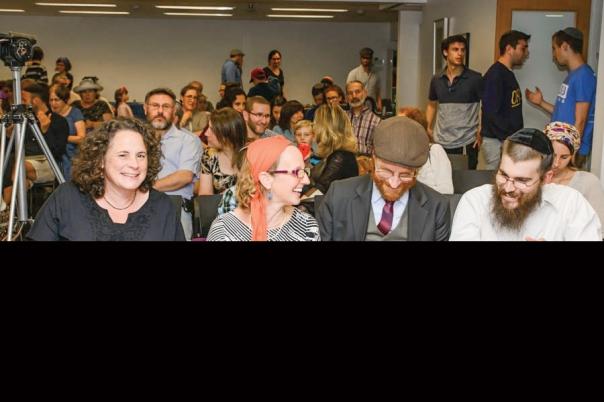 """""""כששאלו אותי על ההסמכה, אמרתי שאני זקן מדי כדי לא לעשות מה שאני מאמין בו"""". ארבעת המוסמכים (מימין לשמאל): אריאל מעשה, אליעזר לב ישראל, מיש המר קוסוי ורחל ברקוביץ', בטקס ההסמכה, יוני 2015 צילום: סיגל קרימולובסקי"""