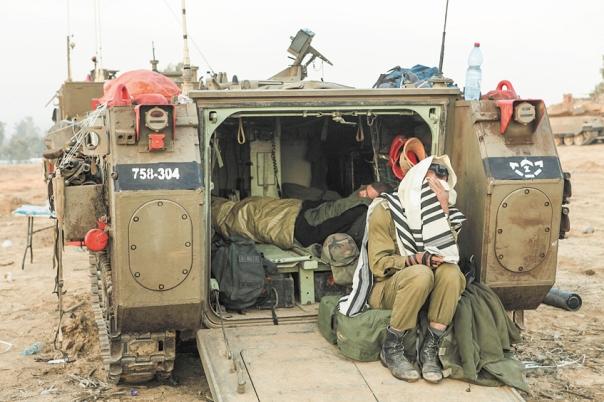 """הרמטכ""""ל מעוניין ליצור סביבה בטוחה לחייל הדתי. גבול עזה, 2012 צילום: יעקב נחומי, פלאש 90"""