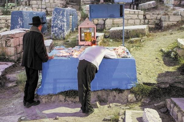 """כתב את הקוד הפנימי של ההוויה. קבר האר""""י, צפת צילום: יעקב נחומי, פלאש 90"""