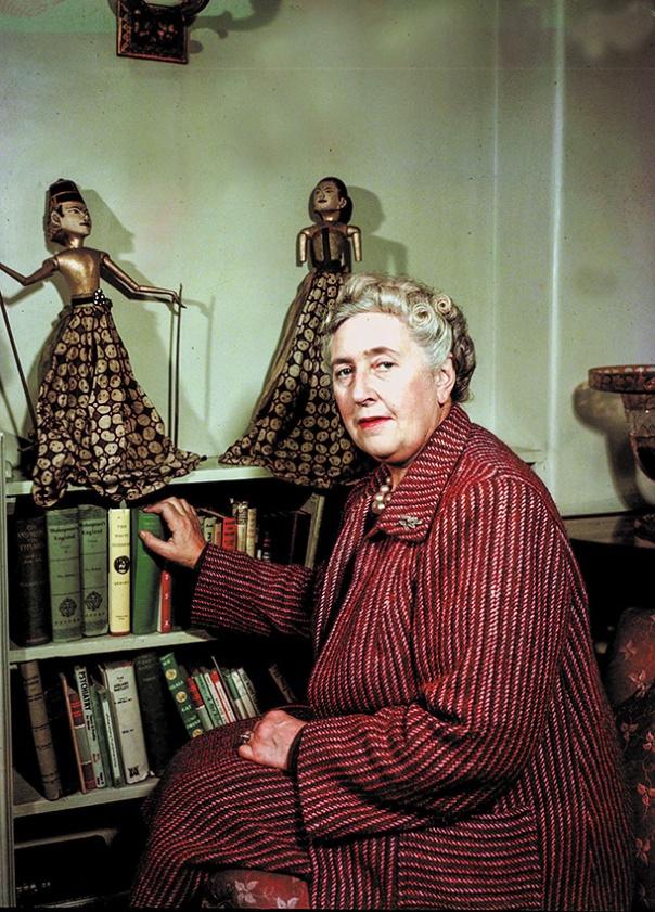 כותבת על עולם שאיננו עוד. אגתה כריסטי בביתה, 1949 צילום: גטי אימג'ס