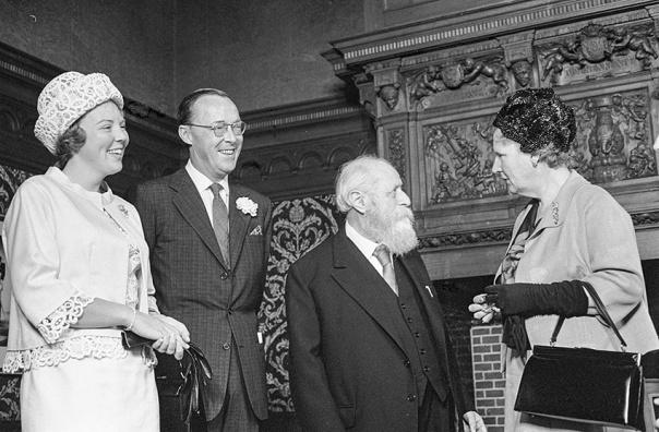 פעל למען היות הציונות תנועה לאומית אוניברסלית.מרטין בובר בביקור באמסטרדם, עם הנסיכה ביאטריקס, הנסיך ברנהרד ויוליאנה מלכת הולנד, 1963 צילום: Beeldbank Nationaal Archief