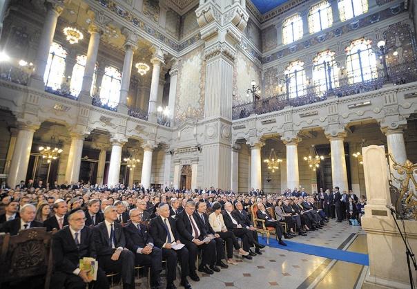 """""""מבחינת יהודים רבים יותר כיף ללכת למכון כושר מאשר ללכת לבית כנסת בשבת"""". בית הכנסת ברומא, איטליה צילום: אי.פי.איי"""