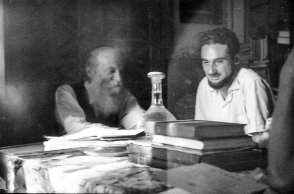 """הרב קוק כינה אותו """"מאור הגולה של דורנו"""". מניטו עם הרצי""""ה קוק, ירושלים  צילום: מכון מניטו"""
