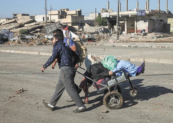 התפצלו מאל–קאעידה. העיר מוסוּל, מעוז דאעש, השבוע צילום: אי.פי