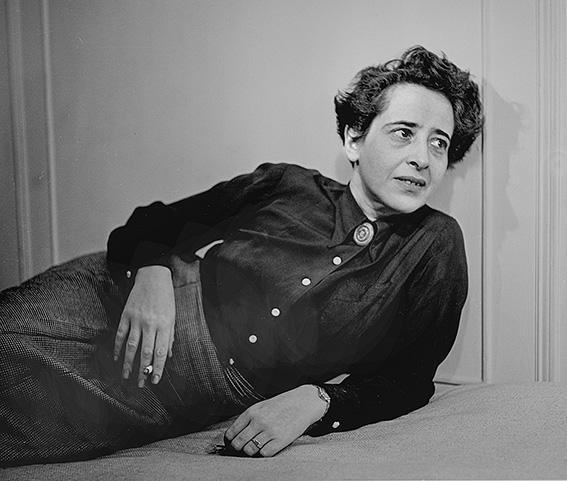 התבוננות בשלה, עמוקה ומפוכחת כבר בגיל צעיר. חנה ארנדט, 1944 צילום: גטי אימג'ס