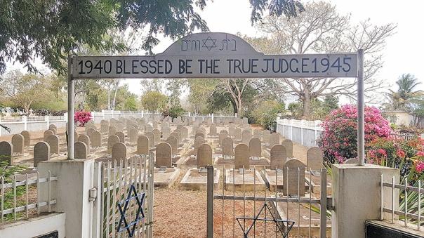 הכניסה לבית הקברות היהודי