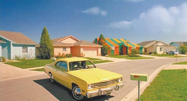 """לכל קהילה יש נקודה עיוורת. העיירה האמריקאית מתוך הסרט """"המספריים של אדוארד"""" צילום: יח""""צ """