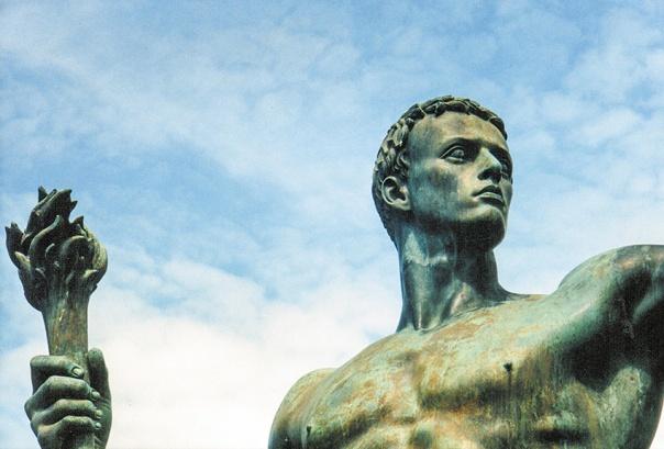 האמנם האמין היטלר שהוא התגלמותו של האל הארי שקם לתחייה? פסל האדם החדש שהנאצים רצו ליצור, בעיצוב ארנו ברקר, 1939