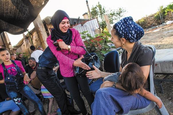 דווקא משום שהציבור הערבי הוא דתי ומסורתי. מפגש ישראלים–פלשתינים בגוש עציון, 2015 צילום: נתי שוחט, פלאש 90