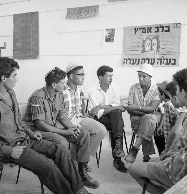 החיבור עם יוצאי צפון אפרקיה חיזק את ארגון בני עקיבא. מושב איתן, שנות החמישים צילום: באדיבות הארכיון הציוני המרכזי