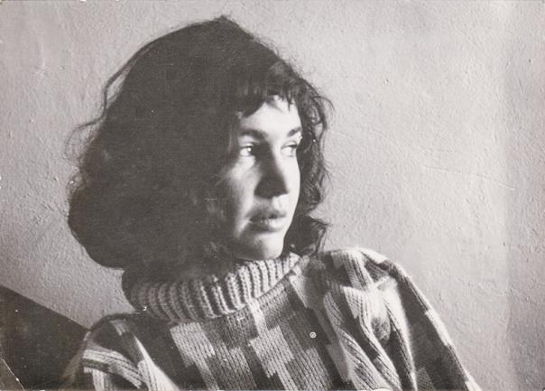 """ראו שהיא משוררת. דליה רביקוביץ. מתוך הסרט הדוקומנטרי """"בובה ממוכנת"""", ששודר בערוץ הראשון צילום: באדיבות יצחק לבני"""