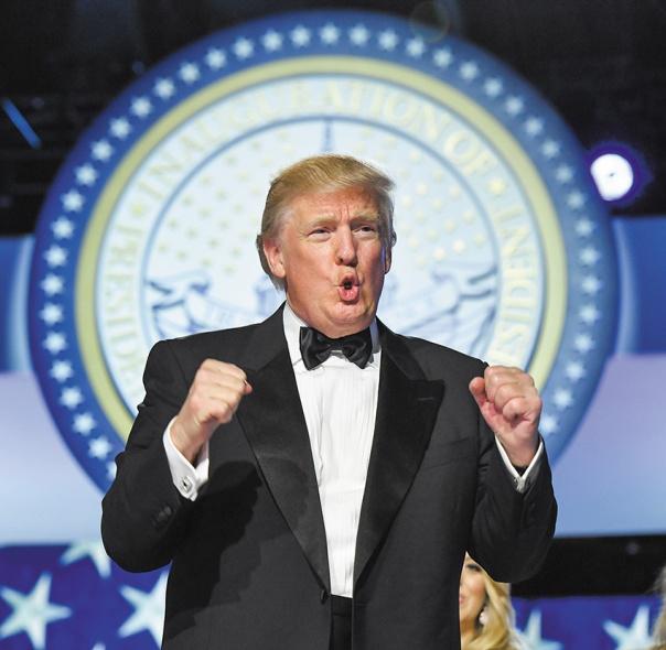 """""""אני אוהב לסגור חשבון"""". נשיא ארה""""ב דונלד טראמפ, 2017 צילום: אי.פי.איי"""