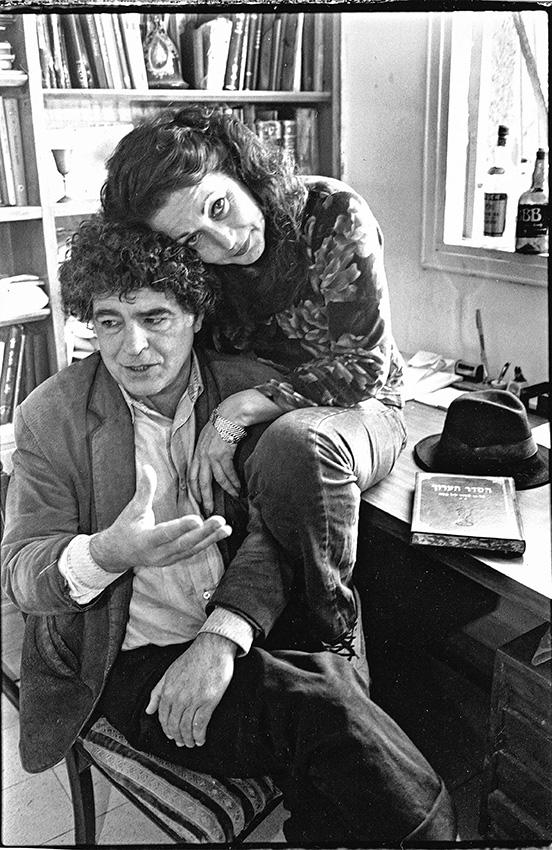 יצא בכל מאודו נגד התרבות שגדל בה. מאיר אריאל ואשתו תרצה, 1993 צילום: יוסי אלוני