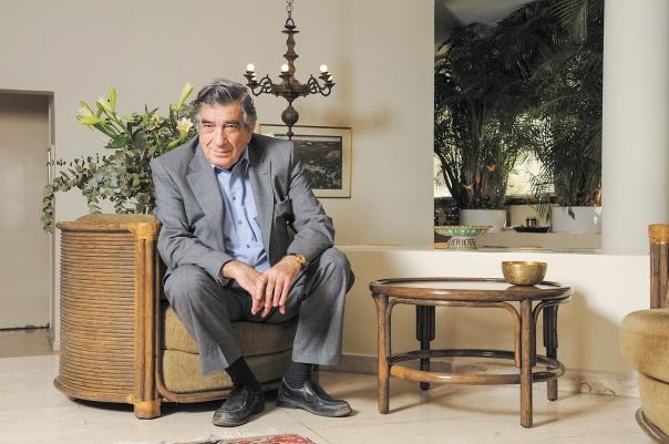 בטרם תבוא שעתו של המוות צריך לחגוג עד כלות, בלהט, את היש. אורי ברנשטיין, 2008 צילום: ראובן קסטרו