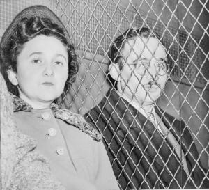 הזוג לאחר פסיקת בית המשפט, , 1951 צילום: רוג'ר היגינס