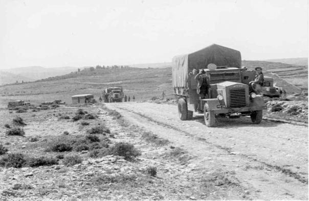 שיירה בדרך לגוש עציון, שנות ה-40 צילום: אוצר תמונות הפלמח